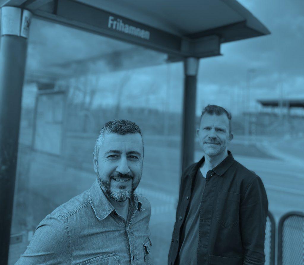 Ali Tabrizi och David Björneloo vid hållplatsen Frihamnen.